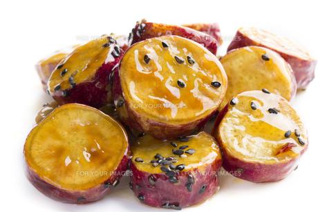 サツマイモの蜂蜜和えの写真素材 [FYI00543661]