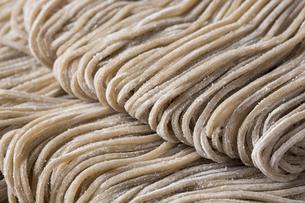 蕎麦の生麺の写真素材 [FYI00543785]
