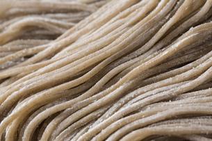 蕎麦の生麺の写真素材 [FYI00543786]
