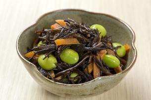 ひじきと豆の煮物の写真素材 [FYI00543797]