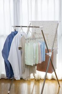 洗濯物の部屋干しの写真素材 [FYI00543880]