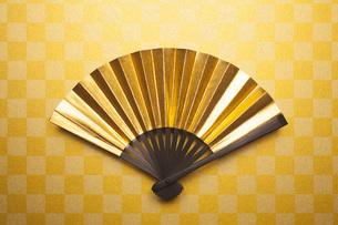 金の扇子の写真素材 [FYI00543987]