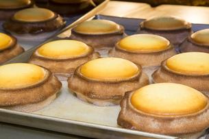 ケーキ工房でのお菓子作りの写真素材 [FYI00544209]