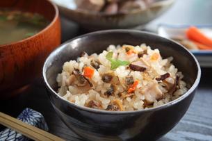 アサリの炊き込みご飯の写真素材 [FYI00544494]