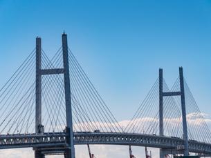 横浜 ベイブリッジ 横浜港の写真素材 [FYI00545089]