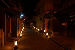 夜の祇園の写真素材 [FYI00545110]
