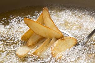 フライドポテトの料理シーンの写真素材 [FYI00545229]