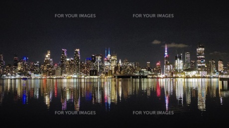 ニューヨークの夜景の写真素材 [FYI00545257]