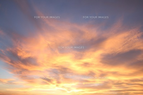 夕焼け雲の写真素材 [FYI00545274]