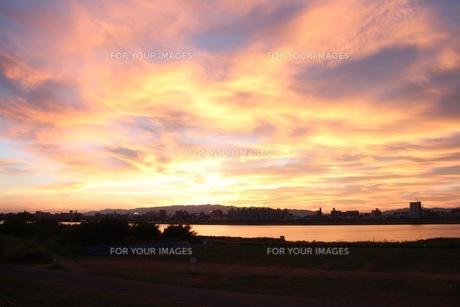 夕焼け雲の写真素材 [FYI00545277]
