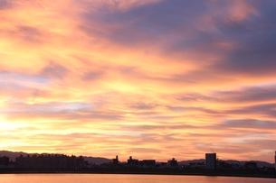 夕焼け雲の写真素材 [FYI00545278]