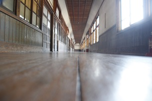 学校の廊下の写真素材 [FYI00545284]
