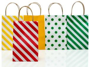 カラフルなショッピングバッグの写真素材 [FYI00545355]