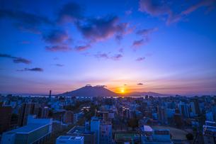 桜島からの日の出の写真素材 [FYI00545592]