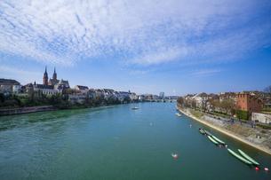 スイスのバーゼルを流れるライン川の写真素材 [FYI00545593]