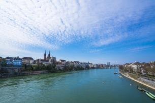 スイスのバーゼルを流れるライン川の写真素材 [FYI00545594]