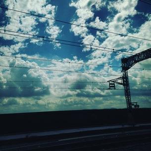 車窓からの雲の写真素材 [FYI00545725]