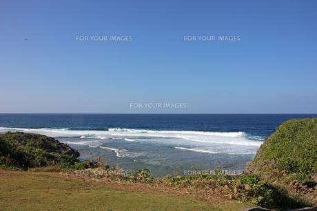 岬から眺める海の写真素材 [FYI00547191]
