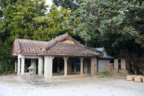 集落内の拝所の写真素材 [FYI00547196]