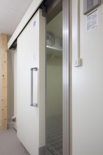 レストランの新設冷凍庫の写真素材 [FYI00547214]