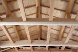 建築中の木造家屋内の写真素材 [FYI00547463]