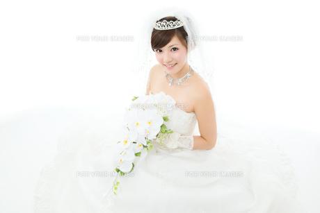 ウエディングドレス白背景の写真素材 [FYI00558855]