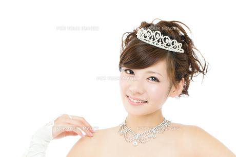 ウエディングドレス白背景の写真素材 [FYI00558877]