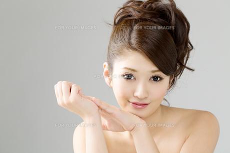肌の綺麗な女性の写真素材 [FYI00559234]