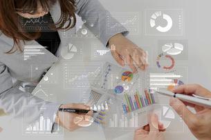 ビジネスイメージ ファイナンシャルグラフの写真素材 [FYI00560243]