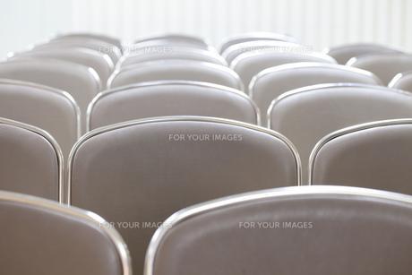 お葬式の参列椅子の写真素材 [FYI00564838]