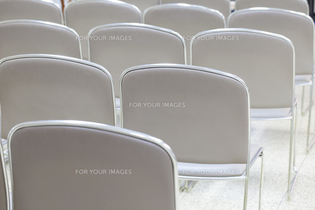 お葬式の参列椅子の写真素材 [FYI00564839]