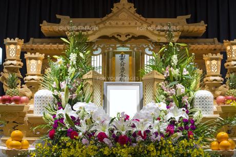告別式の祭壇の写真素材 [FYI00564848]