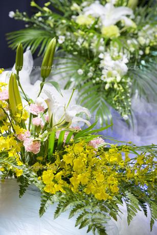 告別式の飾り花の写真素材 [FYI00564853]