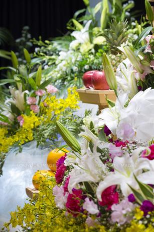告別式の飾り花の写真素材 [FYI00564858]