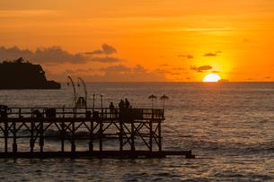 インド洋に沈む夕日の写真素材 [FYI00566756]