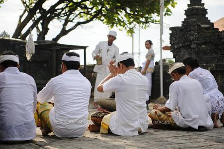バリ島の祈りの写真素材 [FYI00566989]