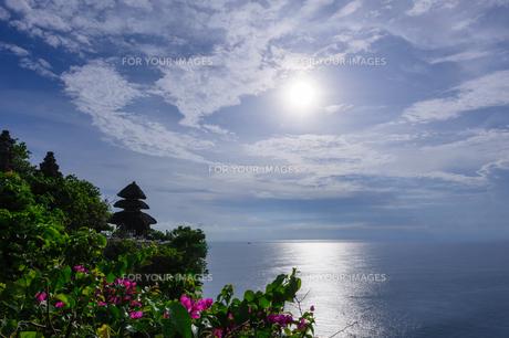 バリ島ウルワトゥ海岸の写真素材 [FYI00566992]
