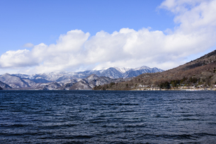 日光・中禅寺湖と山々 - 日光国立公園 -の写真素材 [FYI00567058]