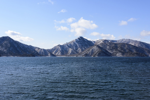 日光・中禅寺湖と山々 - 日光国立公園 -の写真素材 [FYI00567060]