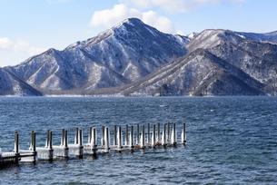日光・中禅寺湖と山々 - 日光国立公園 -の写真素材 [FYI00567062]