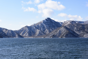 日光・中禅寺湖と山々 - 日光国立公園 -の写真素材 [FYI00567063]