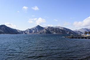 日光・中禅寺湖と山々 - 日光国立公園 -の写真素材 [FYI00567064]