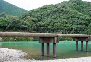 四万十川の風景(沈下橋)の写真素材 [FYI00571816]