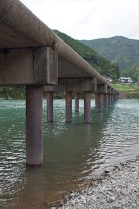 四万十川の風景(沈下橋)の写真素材 [FYI00571819]