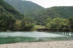 四万十川の風景の写真素材 [FYI00571820]