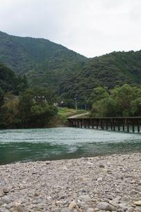 四万十川の風景の写真素材 [FYI00571821]