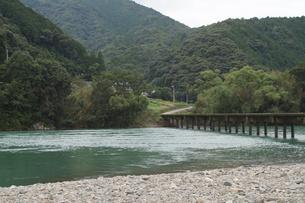 四万十川の風景の写真素材 [FYI00571822]