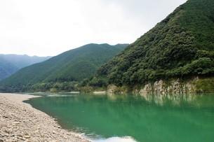 四万十川の風景の写真素材 [FYI00571823]