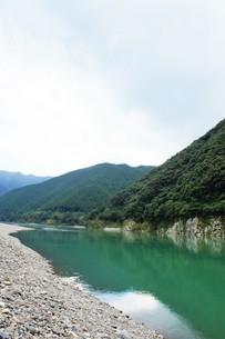 四万十川の風景の写真素材 [FYI00571824]