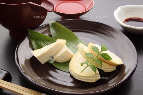 タケノコの刺身 日本酒の写真素材 [FYI00571969]